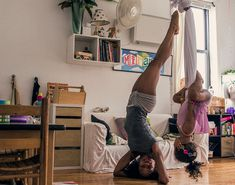 Dancers at Home - Photography by David PerkinsDavid Perkins is a photographer who is passionate about dance and capturing movement in his photography. In this series he captures ballet dancers in. Dancer Photography, Portrait Photography, Photography Projects, Sequencing Pictures, Dance Stage, David, Edgar Degas, Cutest Thing Ever, Pointe Shoes