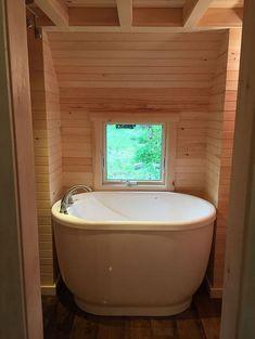 Tiny House Bathtub Small Space Ideas(21)
