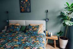 Tady Je Moje – Netradiční magazín o bydlení Městský byt se srdcem z listů a dřeva Comforters, Blanket, Bed, Furniture, Home Decor, Homemade Home Decor, Stream Bed, Home Furnishings, Rug