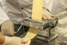 Leves tészta készítés 2 Különleges leves betétek - Séfbabér Make Your Own Pasta, Food To Make, Fresco, Pasta Restaurants, Chef Jobs, Pasta Machine, Crunch, Pasta Maker, Meals