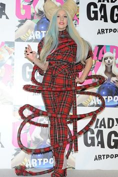 Lady Gaga Looks, Lady Gaga Meat, Blond, Lady Gaga Outfits, Meat Dress, Lady Gaga Pictures, Atelier Versace, Queen, Fashion Pictures