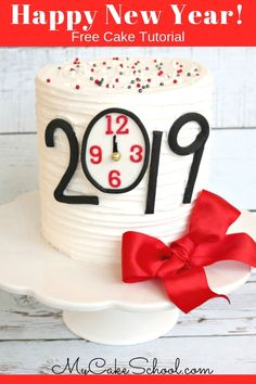 Learn how to make this easy and festive Happy New Year Cake in this free cake decorating video tutor Creative Cake Decorating, Cake Decorating Classes, Cake Decorating Techniques, Creative Cakes, Decorating Tips, New Years Eve Dessert, New Years Eve Party, Cupcakes, Cupcake Cakes