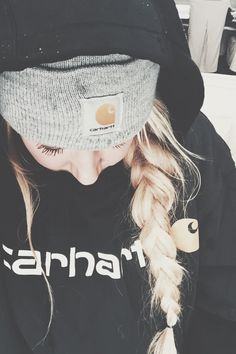 Winter ski hairstyle!!!!!!!!!!!!!!!!!!!!!!!!!!!!!!!!!!!!! Währen dem Skifahren geflochten und zum Apres ski dann aufmachen.