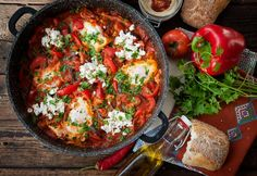 Shakshuka, a Közel-Kelet lecsója Whole Food Recipes, Cooking Recipes, Healthy Recipes, In Defense Of Food, Vietnamese Street Food, Food Lab, Pub Food, Quick Easy Meals