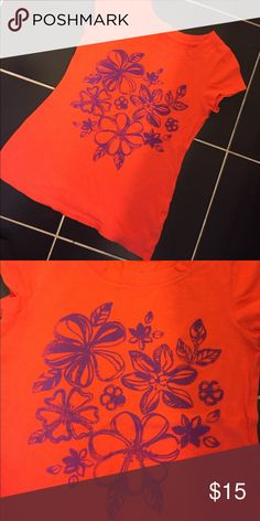 🌺🌸Gorgeous flower shirt🌸🌺 Gorgeous short-sleeved shirt. Beautiful shade of orange with purple flowers on front. Eye catching and beautiful color pairing. Arizona Jean Company Shirts & Tops Tees - Short Sleeve