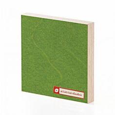 beidseitig transparenter Melaminfilm auf grasgrün (ähnlich RAL 6025) lasiertem Birkensperrholz