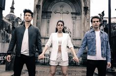 , Emeraude Toubia, and Alberto Rosende Star Citizen, Idris Brasil, Clary E Jace, Alberto Rosende, Tv Show Couples, Cassie Clare, Shadowhunters Tv Show, Isabelle Lightwood, Shadowhunters The Mortal Instruments