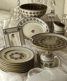 Nicholas Mosse Handcrafted Irish Table and Giftware Pottery. Kitchenware and Home Pottery. Pottery Bowls, Ceramic Pottery, Irish Pottery, Pottery Patterns, Wedding List, Red Pattern, Kitchen Dining, Dinnerware, Decorative Plates