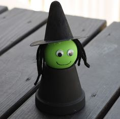 the chirping moms: 3 Halloween Projects for Kids - clay flower pot paint black. Wooden ball with flat bottom painted green, hat made from construction paper, and yarn for hair. Easy to assemble. May need help with the glue Diy Halloween, Halloween Crafts For Kids, Halloween Activities, Holidays Halloween, Fall Crafts, Holiday Crafts, Holiday Fun, Kids Crafts, Party Crafts