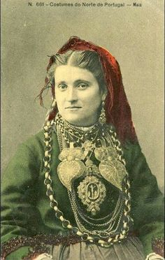 PORTO, Portugal. Antique photograph Folk Costume, Costumes, Portuguese Culture, Lady Macbeth, Folk Clothing, Old Photography, Old Dresses, Traditional Dresses, Vintage Images