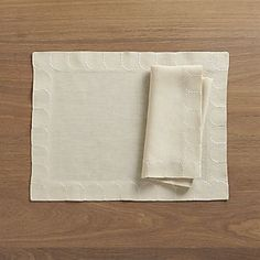 Scallop Linen Placemat and Napkin
