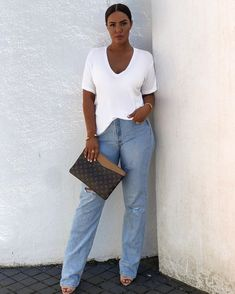 Classy Outfits, Chic Outfits, Fashion Outfits, Fashion Ideas, Parisian Chic Style, Mom Jeans Outfit, Curvy Girl Outfits, White Denim, Fashion Looks