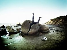 17 Of The Most Unusual Beaches Around The World: The Moeraki Boulders (Dragon Eggs) In Koekohe Beach, New Zealand Green Sand Beach, Beach Fun, Hidden Beach, Beautiful Ocean, Beautiful Beaches, Moeraki Boulders, New Zealand Beach, Bahamas, Foto Art