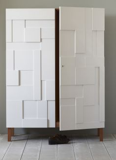 Pinch armoire Shoe Cabinet Design, Cupboard Design, Grey And White Room, White Rooms, Sliding Wardrobe Doors, Wardrobe Closet, Cupboards, Cabinets, Bedroom Dressing Table