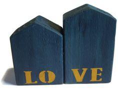 Teal Love Wooden Houses por purestylecrafts en Etsy, £20.00