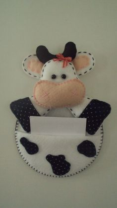 Hobbies And Crafts, Diy And Crafts, Arts And Crafts, Felt Diy, Felt Crafts, Cow Craft, Sewing Crafts, Sewing Projects, Cow Pattern