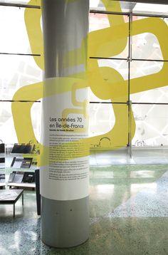 La présentation de l'exposition se fond dans le décor ! Exposition Photo, Energy Drinks, Red Bull, Beverages, Canning, Photos, Ile De France, Drinks, Pictures