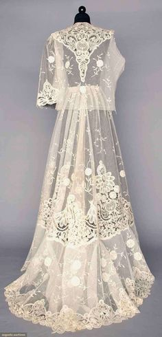 White lace tea gown, 1905. Unassembled and unworn: trained skirt, pair sleeves and blouse, all cotton net inset with Battenburg tape lace and applique princess lace
