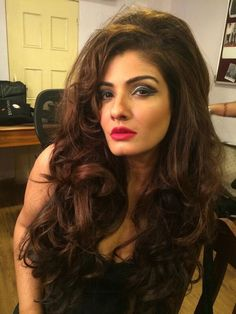 This is Raveena Tandon's new look for Anurag Kashyap's Bombay Velvet. She plays a jazz singer from the and this look seems to be totally working . Indian Bollywood Actress, Beautiful Bollywood Actress, Most Beautiful Indian Actress, Beautiful Actresses, Indian Actresses, Bollywood Fashion, Beauty Full Girl, Beauty Women, Stylish Girl Pic