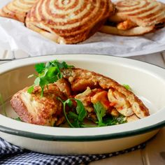 Boy do we love our jaffle iron! Making toasted sandwiches has never been easier. Try this filling idea is of a spicy Chicken Curry Jaffle. South African Recipes, Indian Food Recipes, Brunch Recipes, Easy Dinner Recipes, Turnover Recipes, Delicious Sandwiches, Food For Thought, Cooking Recipes, Chicken Curry