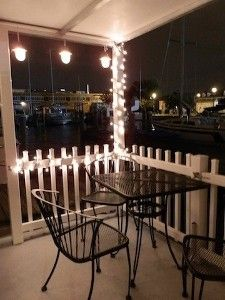 houseboat at Fox Point Marina in Providence