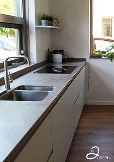 Kitchen Backsplash, Kitchen Cabinets, Small Kitchen Organization, Kitchen On A Budget, Kitchen Lighting, Cool Kitchens, Kitchen Decor, House Design, Room