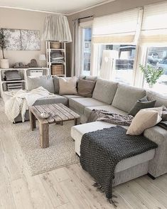 Opt for sofas and love seats rather of long couches. You can also choose a combi… - Top Trends Cute Living Room, Living Room Grey, Small Living Rooms, Living Room Modern, Home And Living, Living Room Decor, Country Interior Design, Cosy Interior, The Big Comfy Couch