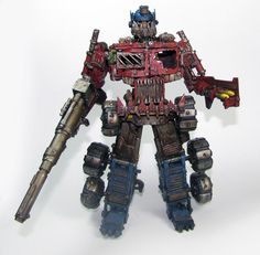 When Optimus Prime meets Warhammer -- Oh, he'd have to be Chaos to justify all those deaths... I think my childhood just died, contemplating it...