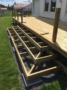 Deck Steps, Outdoor Steps, Patio Stairs, Deck Framing, Deck Landscaping, Backyard Patio Designs, Decks And Porches, Patio Decks, Gravel Patio