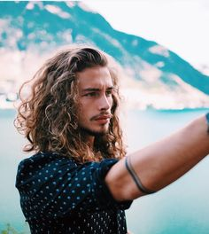 Long Haired Guys : Photo