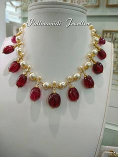 Pearl and Ruby necklace Pearl Necklace Designs, Gold Earrings Designs, Gold Jewellery Design, Bead Jewellery, Beaded Jewelry, Ruby Necklace, Diamond Necklaces, Antique Jewelry, Ruby Jewelry