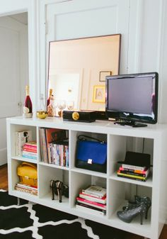 A fashion blogger's girly chic Chicago apartment! From Mix and Chic.