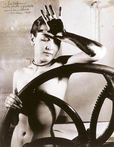 meret oppenheim art   Das berühmte Foto der Künstlerin Meret Oppenheim des Fotografen Man ...