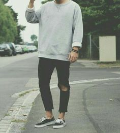 grunge look with the oversized grey sweater and vans authentics. pacific northwest grunge  1990's look