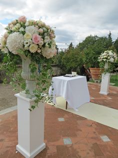 Antique cups with white hydrangea, pale pink and white roses, blush spray rose and white lisianthus. Event Planner : Wedding Italy.