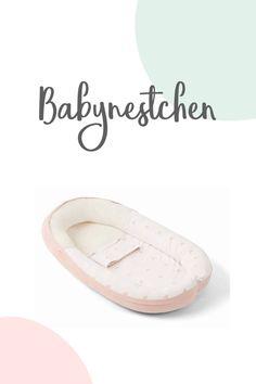 Dieses hübsche Babynest ist etwas besonderes: gemütlich, weich und sicher hilft es Säuglingen, den Übergang von Mutterleib in ein eigenes Bettchen zu erleichtern.  Durch seine anpassbare Form ist es für dein Baby ab der Geburt bis zum 8. Monat immer wie maßgeschneidert, da der Fußteil entsprechend geöffnet werden kann.  Das Material aus Bio-Baumwolle ist besonders weich und um den Kopf des Babys herum durch die spezielle 3D-Technologie auch voll atmungsaktiv.  #babyschlaf #nestchen #babys