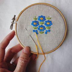 最近お弁当picばかりですが、コツコツと製作も進めています #刺繍#お花#花#ブローチ#brooch #手仕事#ハンドメイド#handmade#ものづくり #kumako365 #日々