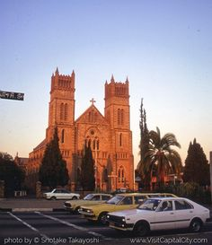Harare, capital city of Zimbabwe Places Of Interest, Old Buildings, Zimbabwe, Capital City, Homeland, Continents, Barcelona Cathedral, Monument Valley, South Africa