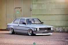 BMW 320i [E21]