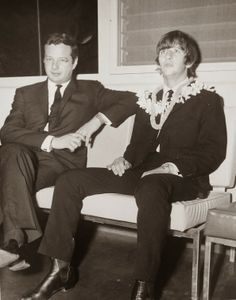 June Brian Epstein and Ringo stopover in Hawaii as the drummer made his way the Australia to join up with his band mates. Beatles One, John Lennon Beatles, Beatles Photos, Richard Starkey, Just Good Friends, The Fab Four, Gretsch, Rare Pictures, Wife And Girlfriend