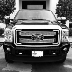 I just love the grill on the new 2013 F250 Platinum. Resembles the snout of a bull.
