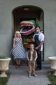 This Little Shop of Horrors family Halloween costume idea is out of this world! Kidfolio - the app for parents - kidfol.io