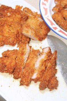 海南炸猪排 Hainanese Deep Fried Pork Chops is another dish that sends me right back to my childhood. Pork Trotter Recipe, Deep Fried Pork Chops, Cream Crackers, Fries, Bacon, Dishes, Breakfast, Recipes, Food