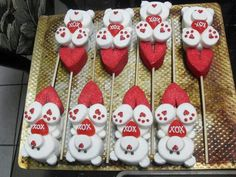 Marshmallow Flowers, Marshmallow Cupcakes, Valentines Day Desserts, Valentine Treats, Bear Cookies, Cupcake Cookies, Candy Kabobs, Valentine Bouquet, Kisses Candy
