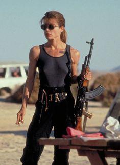 Linda Hamilton als Sarah Connor in Terminator 2 - Idols - Fierce Women, Badass Women, Sarah Connor Terminator, Linda Hamilton Terminator 2, Movie Characters, Female Characters, The Sarah Connor Chronicles, Science Fiction, Terminator Movies