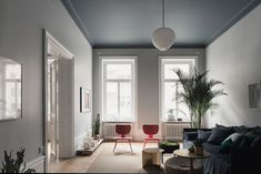 Un appartamento dal fascino oscuro - Interior Break Luxury Apartments, Luxury Homes, Living Area, Living Spaces, Living Rooms, Mad About The House, Bedroom Ceiling, Piece A Vivre, Scandinavian Home