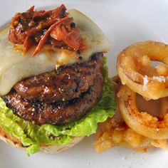 Peppered burgers with smoky cheese, tomato relish, onion rings and chips Meat Recipes, Cooking Recipes, Tomato Relish, South African Recipes, Time To Eat, Hamburgers, Onion Rings, Dessert Recipes, Desserts