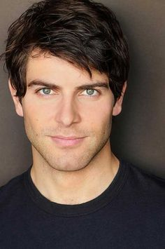 David Giuntoli star of NBC Grimm. He is a Grimm.a very handsome Grimm. David Giuntoli, Boy Hairstyles, Straight Hairstyles, Fashion Hairstyles, Spring Hairstyles, Elegant Hairstyles, Nick Burkhardt, Grimm Tv, Hommes Sexy