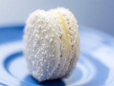 Confirmé 1 h 30 min Bon marché Macaroon Cake, Macaron Cookies, Macaroon Recipes, Macaron Coco, Coconut Macaroons, Vegan Ice Cream, Mini Desserts, Cooking Recipes, Sweets