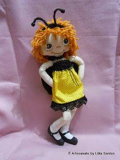 Boneca vestida de abelhinha by Litta Santos